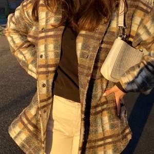 Från FOREVER 21, köpt förra vintern och är förvånadsvärt varm och skön! HÖGSTA BUD: 360kr + frakt