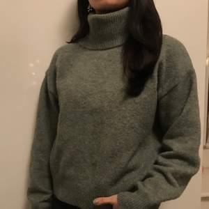 Stickad grån tröja från Hm. I storlek xs. Super skön och fin. Skriv privat om du är intresserad eller har någon fråga.💕