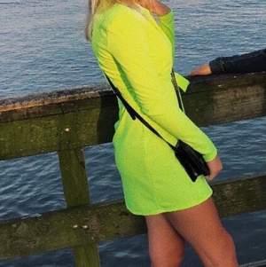Säljer min neon blazer/klänning som är från Nelly. använd 2 gånger så är i bra skick. strl S, skriv vid intresse eller vid fler bilder