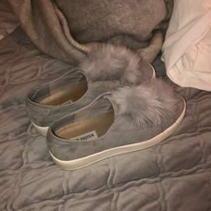 Jättefina skor i fint skick från Steve Madden. Använda ca 3 ggr, säljer pga fel storlek. Orginalförpackning medföljer.
