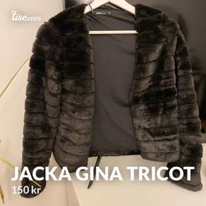 Hej! Nu säljer jag denna otroligt fina Jacka som är väldigt mysig att ha på sig under sena sommar kvällar och har storleken XS/XXS