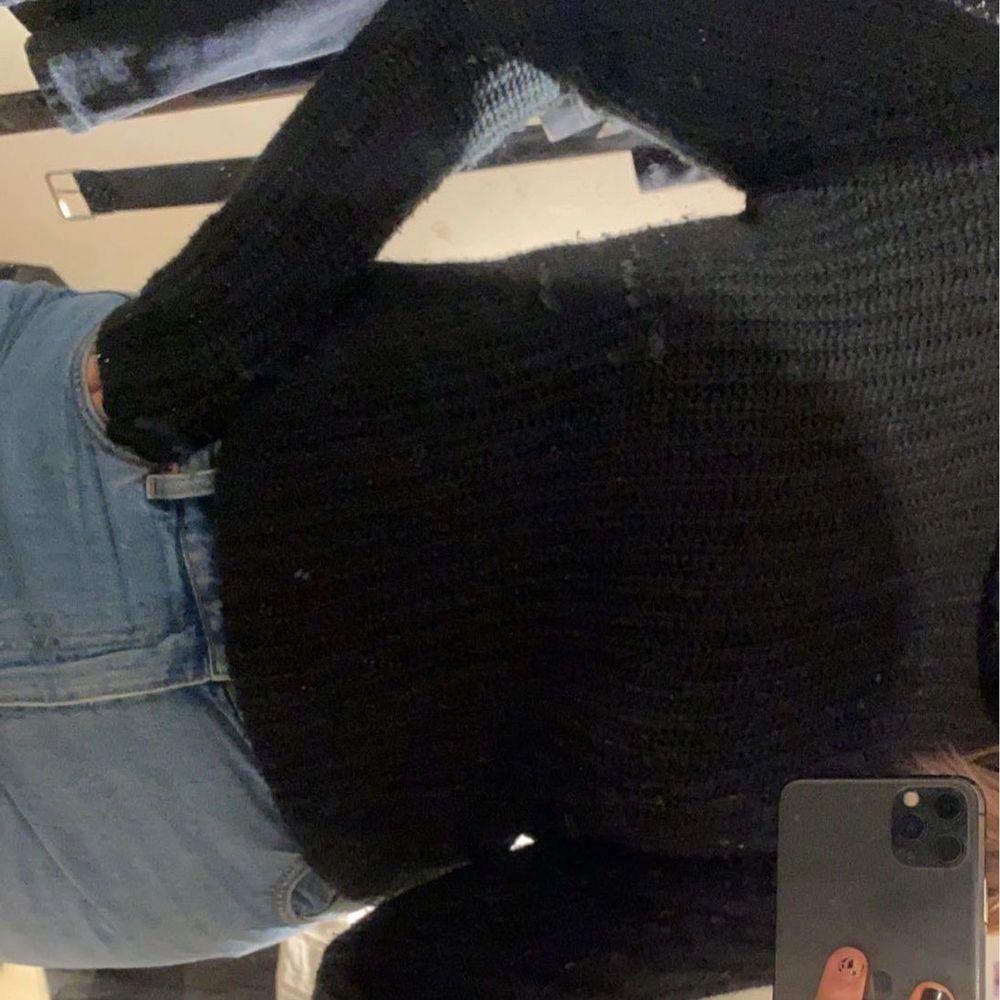 Jätte skön stickad tröja med polokrage, minns ej vart den kommer ifrån. Frakt tillkommer!. Stickat.