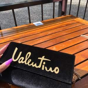 Väska från Mario Valentino, en födelsedagspresent som endast används ett fåtal gånger. Gratis frakt