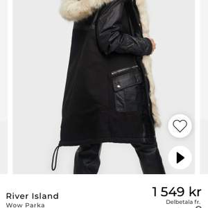 En suuuuperfin vinterjacka från River Island som tyvärr inte kommit till användning denna höst och vinter :( Den köptes på Nelly.com för ett år sedan och är endast använd några få gånger så den är som ny! 😍 skriv för fler bilder och info <3 nypris 1549kr