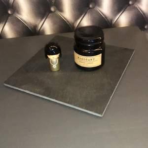 En snygg detalj till rummet :) ett litet Sten fat som man kan sätta några block ljus på tillexempel :) buda från 39kr, jag uppdaterar här när priset höjs