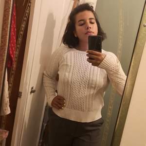 Perfekt tröja till hösten/vintern i bomull i strl s, kan ha krympt lite i tvätt men är väldigt krispig och skön 👌