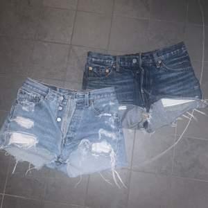 Tvingas sälja mina absoluta favorit shorts från Levis då de numer tyvärr är försmå för mig. Båda högmidjade i två olika ljusa jeansfärger. Skulle säga att de passar en xs/s. 100kr/st eller båda för 150kr, Pris exkl frakt
