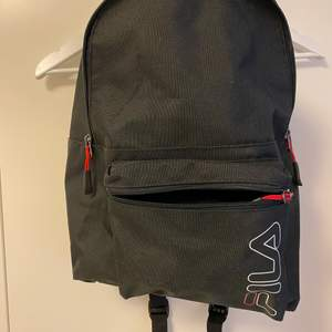 En snygg smidig FILA ryggsäck, använd ett fåtal gånger och den är i bra skick. Den är inte för stor och inte för liten utan helt perfekt! Nypris är 499.