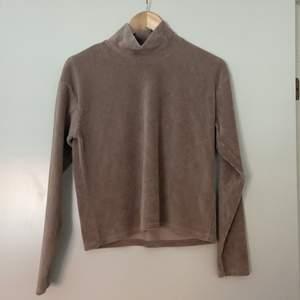 En mysig tröja från bikbok som aldrig kommer till användning, frakt tillkommer!