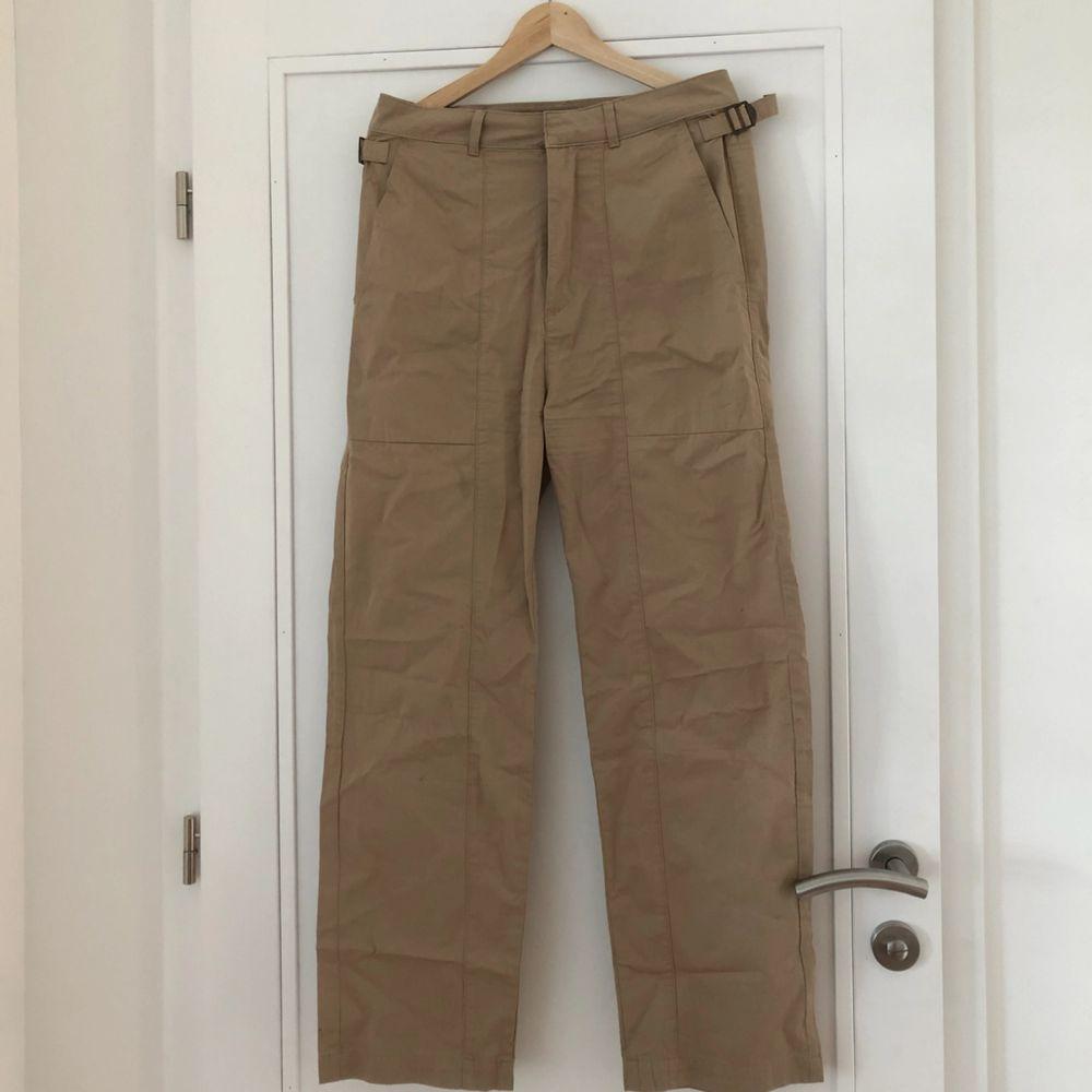 Snygga cargopants från Carin Wester 🥰 eventuell frakt står köparen för 🌼. Jeans & Byxor.