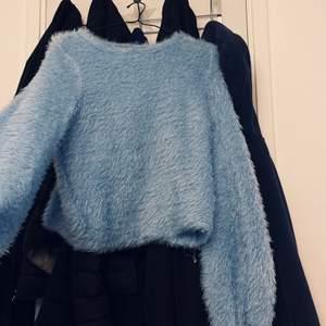 Helt ny tröja knappt använd perfekt nu till hösten storlek S
