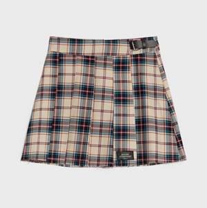 Skitsnygg rutig kjol från berhska i storlek S, helt ny!