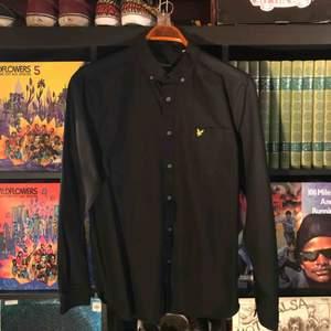 Skjorta från Lyle & Scott. Köparen står för frakt på cirka 70kr.
