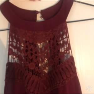 Oanvänd jättefin klänning. tyvärr passa den ej mig. passar S/liten M