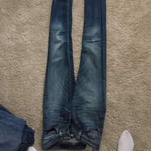Tiger jeans, lite söndriga på knät