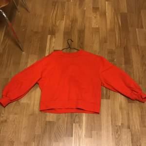 Tjock tröja från other stories med en orange fin färg endast använd 2 ggr.