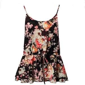 Snyggt linne med knyte i midjan och fint blommigt mönster! Aldrig använt. Storlek S.