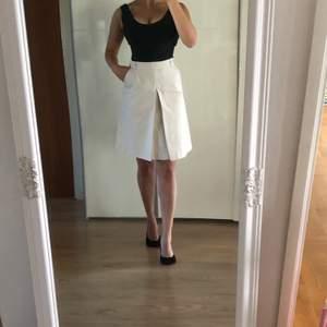 En helt ny kjol från Sisters, tagg finns! Köpt för 499kr. Storlek 38 och normal i storleken. Köpare står för frakt. Kontakta mig vid frågor!