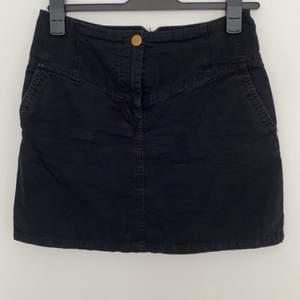 Svart kjol från h&m. Kan sänka priset vid köp av flera plagg