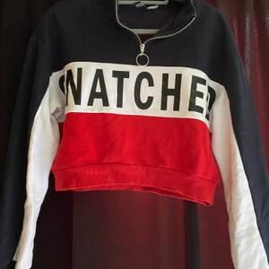 Kroppad sweatshirt liknande från hm. Jätte fina skick men kommer tyvärr inte till användning längre pga inte min stil. Super fin och kan stylas till mycket.