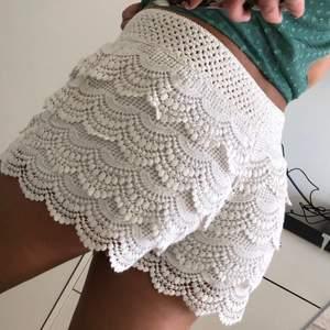 Snygga shorts från sisters point. Storlek m. 49 kr spårbar frakt.