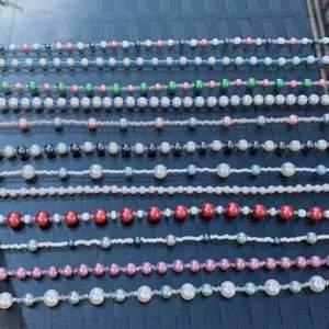 Nu finns dessa somriga pärlhalsband att köpa!! De kostar 99kr med fri frakt, kika in på min instagram juveellen för fler smycken! 💕🥰🌸💓
