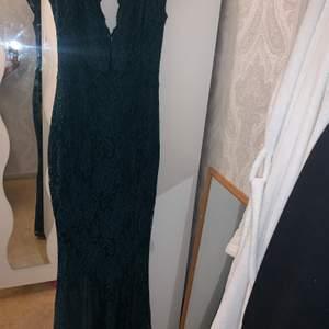 Aldrig använd kartong finns med, festklänning och både balklänning