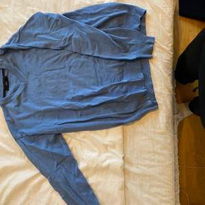 """Blå stickad """"sweatshirt"""" från JOY"""