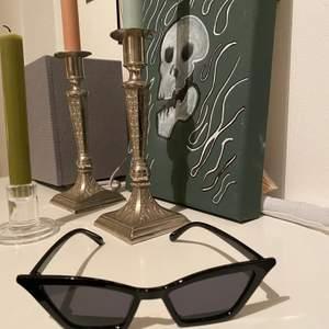Jag säljer mina fina solglasögon från blank sunglases❤️ Använd ett fåtal gånger och är i bra skick!