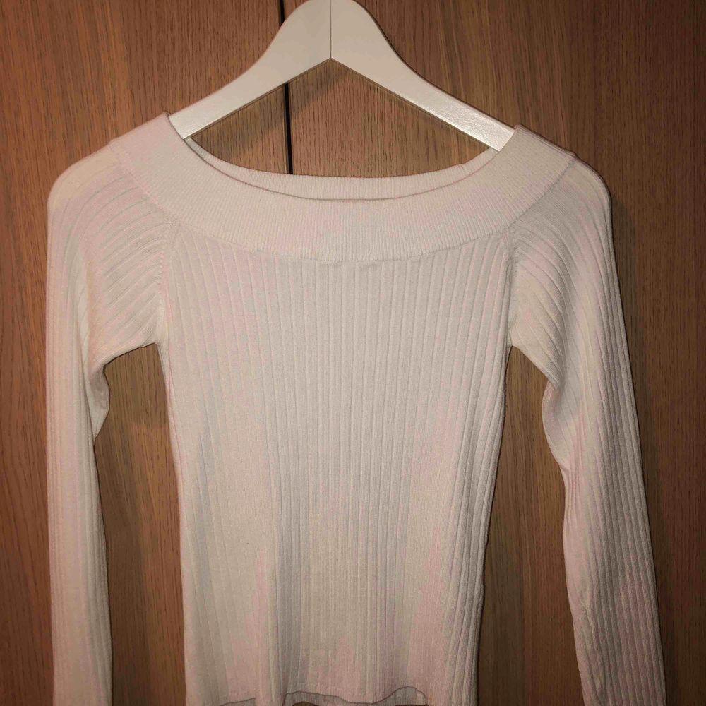 Off shoulder tröja från Gina Tricot, använt fåtal gånger så bra skick . Toppar.