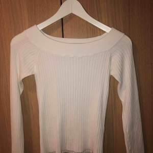 Off shoulder tröja från Gina Tricot, använt fåtal gånger så bra skick