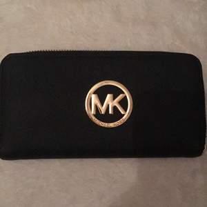 Fake Michael kors plånbok. Bra skick köptes förra sommaren i Spanien.