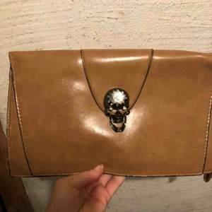 Clutch bag, kuvertväska  Ej läder  Bra skick