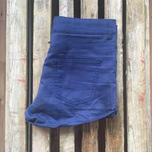 Stretchiga marinblåa shorts från HM. Använda ett fåtal gånger