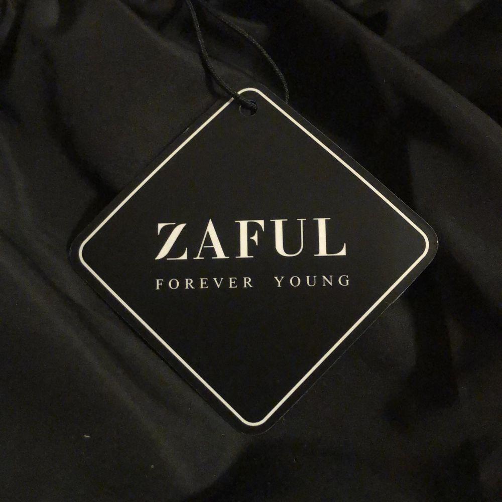 Helt oanvända shorts från Zaful i stl S . Shorts.