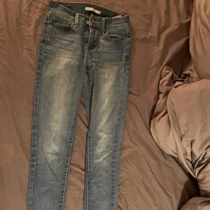 Supersnygga Levis jeans. Sitter super bra på!