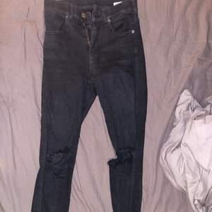 Håliga jeans från dr.denim. Bra skick! Sitter snyggt på! Frakt tillkommer