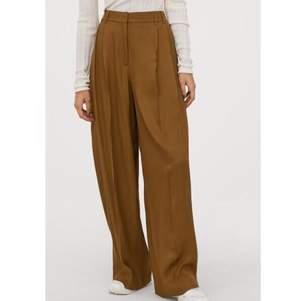 Fina vida byxor, säljs inte längre och kostade 600 nya. Ovanligt bra kvalitet för att vara HM.