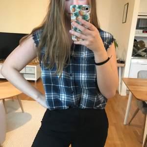 Rutig skjorta från cubus som jag klippt av till en väst. Byxorna är också till salu!