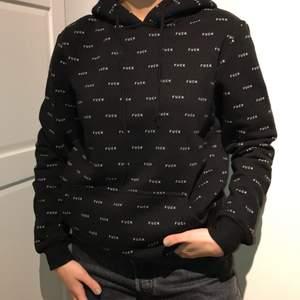 Jag säljer denna super snygga fuck hoodie i xs. Knappt använd. Skriv om du har någon fråga eller är intresserad💕💕