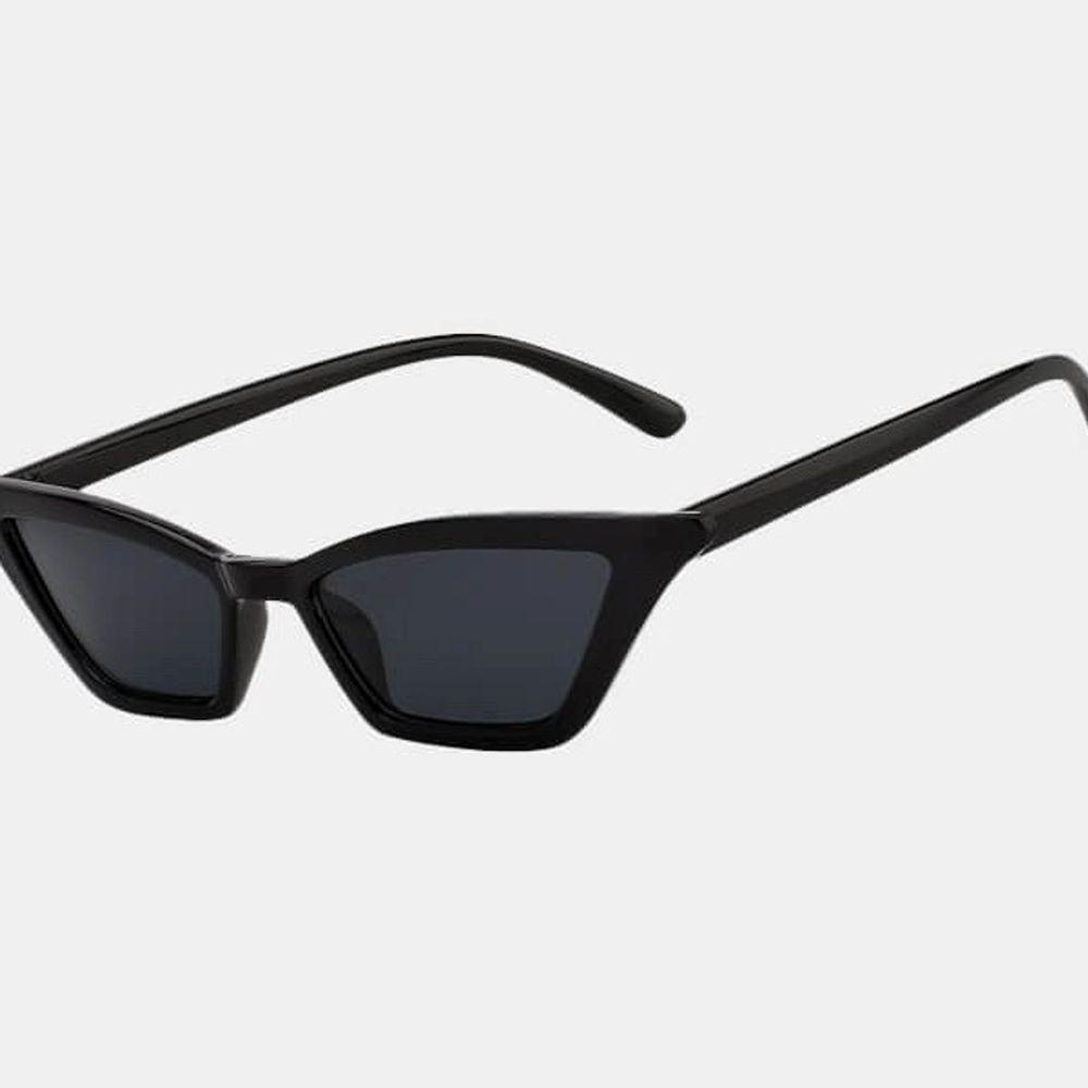 Jag säljer mina fina solglasögon från blank sunglases❤️ Använd ett fåtal gånger och är i bra skick! . Accessoarer.