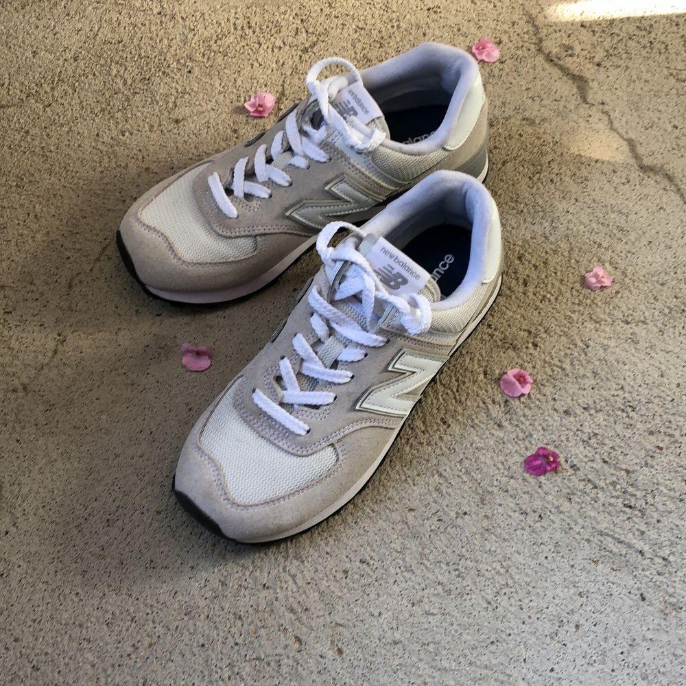 Säljer nu mina onvända skor eftersom jag aldrig använder dem! Skorna är super fräscha och som nya! Hör av er om ni undrar något. . Skor.