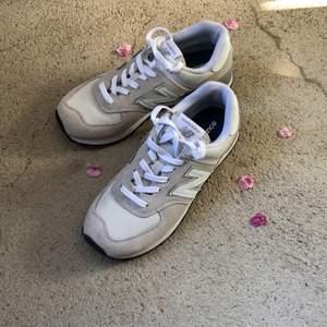 Säljer nu mina onvända skor eftersom jag aldrig använder dem! Skorna är super fräscha och som nya! Hör av er om ni undrar något.