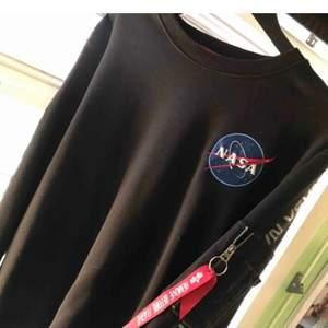 Säljer min alpha tröja i storlek L. Köpte den på Carlings för cirka 700kr och säljes för 300kr!