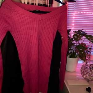 Rosa figurnära stickad tröja från Gina Tricot. Storlek S