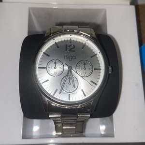 I väldigt fin skick! Kvitto medföljer köpt från ur&penn för 498kr. Säljer den för 180kr skickar med flera länkar ifall man vill justera storleken. Fungerar utan problem.