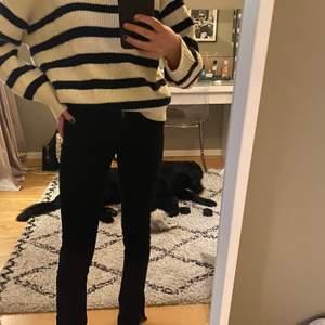En fin stickad tröja ifrån zara som jag inte använt så mycket så ganska så bra skick skulle jag säga. Kommer inte ihåg nypris men kanske ca 300-400kr. Köparen betalar frakten.