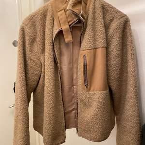 Object Teddy jacket beställd från asos. Använd fåtal gånger och är fortfarande i bra skick. Nypris runt 800-900kr.
