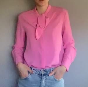 Jättefin rosa blus/skjorta från & other stories. Använd 1 gång, jättefint skick!