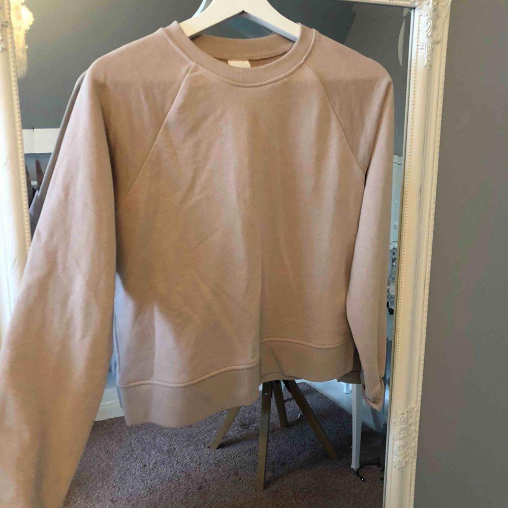 Aldrig använd. Fin rosa tröja. Lappen kvar. Tröjor & Koftor.